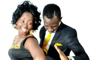 Okyeame-Kwame-solidly-behind-his-wife-Annica